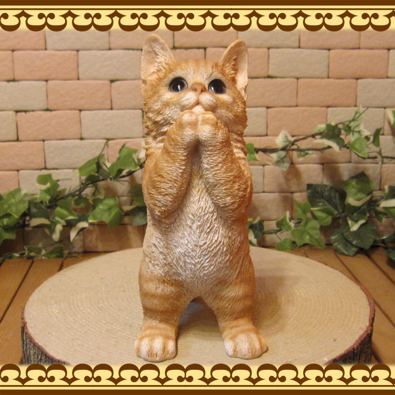 リアルなネコの置物 お願いキャット 1 チャトラ ねこのフィギュア 猫オブジェ◇お部屋のインテリアにお庭のオーナメントとしても♪