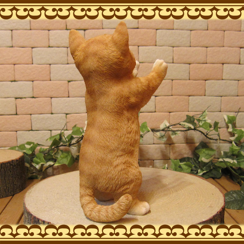 リアルなネコの置物 お願いキャット 2 チャトラ ねこのフィギュア 猫オブジェ◇お部屋のインテリアにお庭のオーナメントとしても♪
