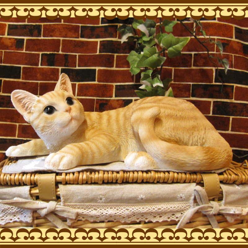 大きくてリアルなネコの置物 キャット 伏せ Aタイプ チャトラ ねこのフィギュア 猫オブジェ お部屋のインテリアにお庭のオーナメントとしても
