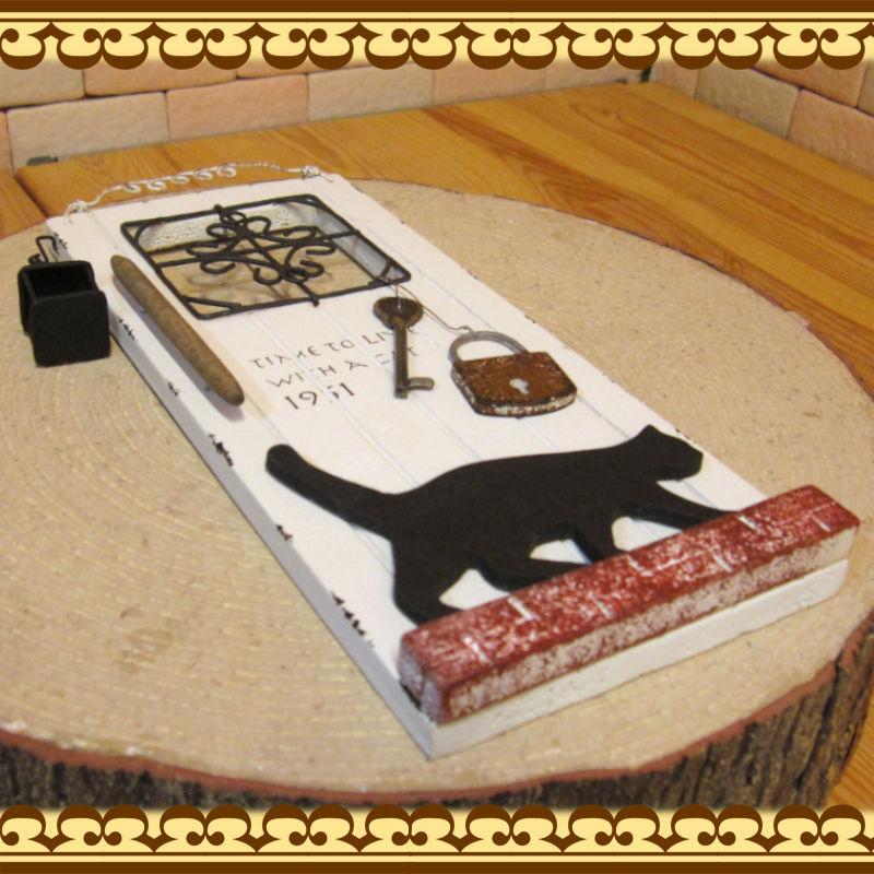 木製の可愛い 猫のインテリアサイン オーナメント キャットドア ネコオブジェ アンティーク調 壁掛け インテリアアート