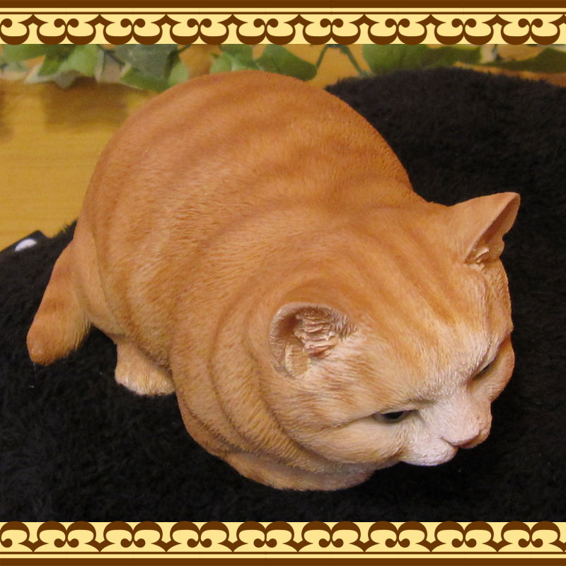 リアルなねこの置物 ベビーキャット 香箱座り 茶トラ レジン製ネコのフィギア 猫のオブジェ ガーデニング◇お部屋のインテリアにガーデニングの素材に