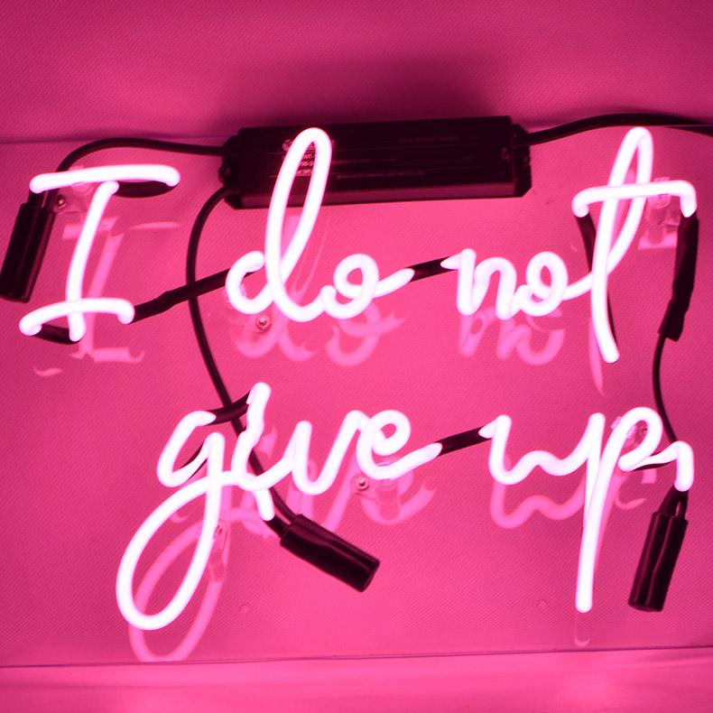 ネオン サイン、『I do not give up』NEON SIGNネオン管、ディスプレイ ボード、カフェ、喫茶店、広告用看板、クラブ及び娯楽場所等 インテリア アメリカン雑貨 33*20.3cm
