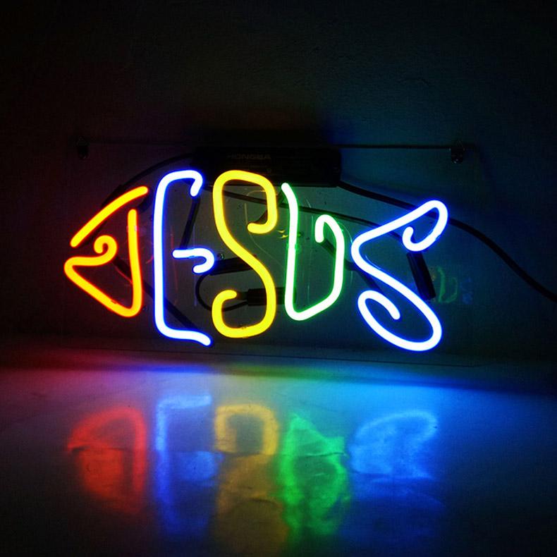 ネオン サイン、『JESUS』 NEON SIGNネオン管、ディスプレイ ボード、カフェ、喫茶店、広告用看板、クラブ及び娯楽場所等 インテリア アメリカン雑貨 30.5*12.7cm