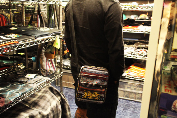 OSSANTHEHOOD sling bag (garment) / black&white