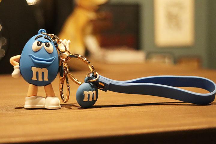 M & M pvc keychain / blue