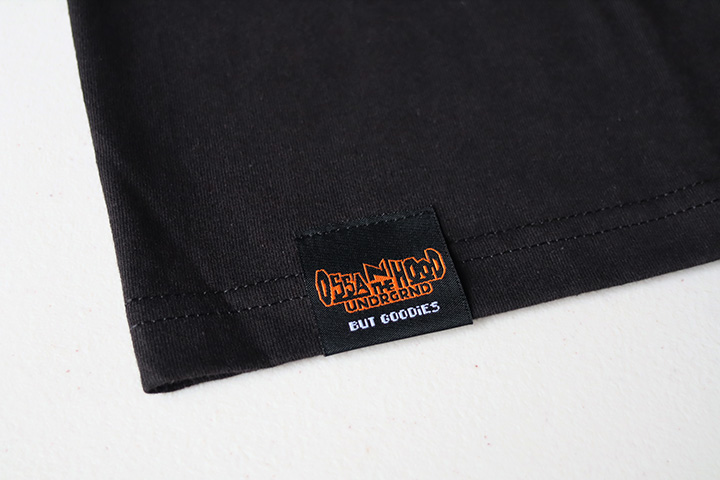 OSSANTHEHOOD patched Tshirt  (red car) / black