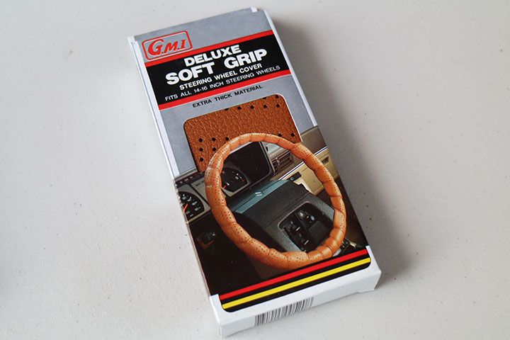 soft grip steering wheel cover / brown