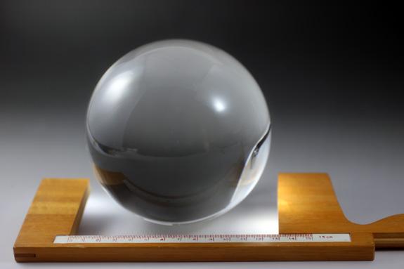 天然水晶玉 クリスタル 46.6mm  木製台座・桐箱付き 最高級透明水晶 〔2608〕
