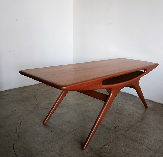 UFO Table / Smile table by Johannes Andersen【お問い合わせ】