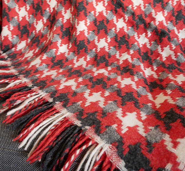 Houndstooth throw by Bronte