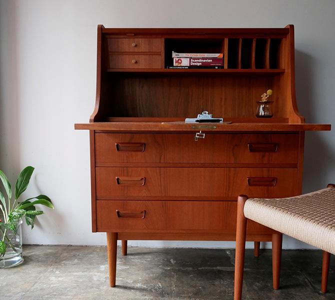 Writing Bureau by Tibergaard Nielsen