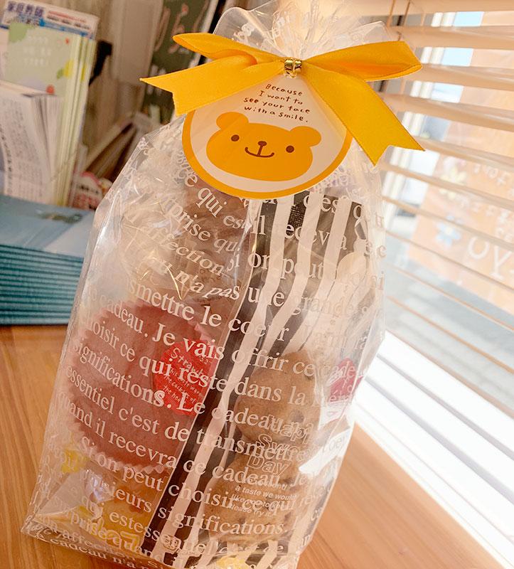 お山のマドレーヌと焼き菓子入り うさくまスタンド袋 プレゼントに最高です