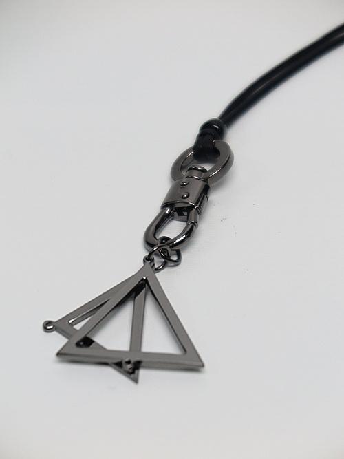 Ground Y・グラウンドワイ/Brass Triangle necklace/BLK