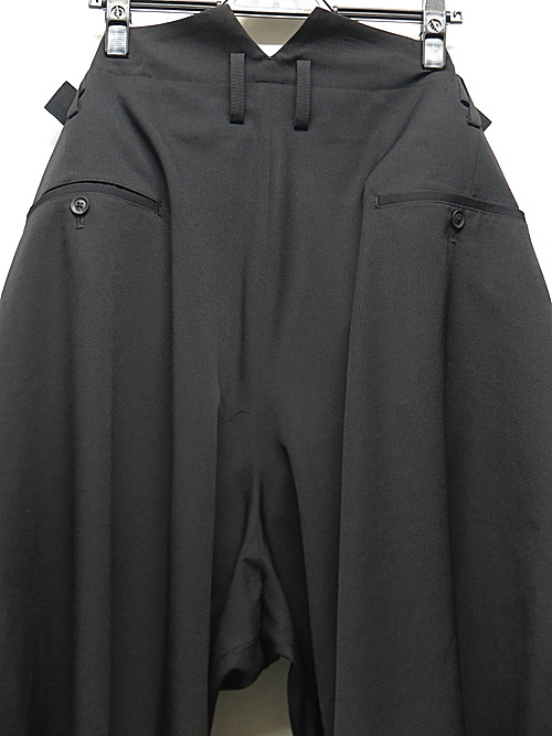 Yohji Yamamoto・ヨウジヤマモト/シワギャバ W-吊り用釦付きギャバハーフパンツ/ブラック