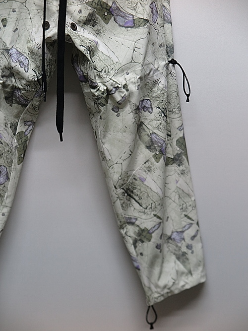 NIL/S・ニルズ/PRINTED PL STRETCH TWILL TROUSERS FOR MALE/OFF WHITE