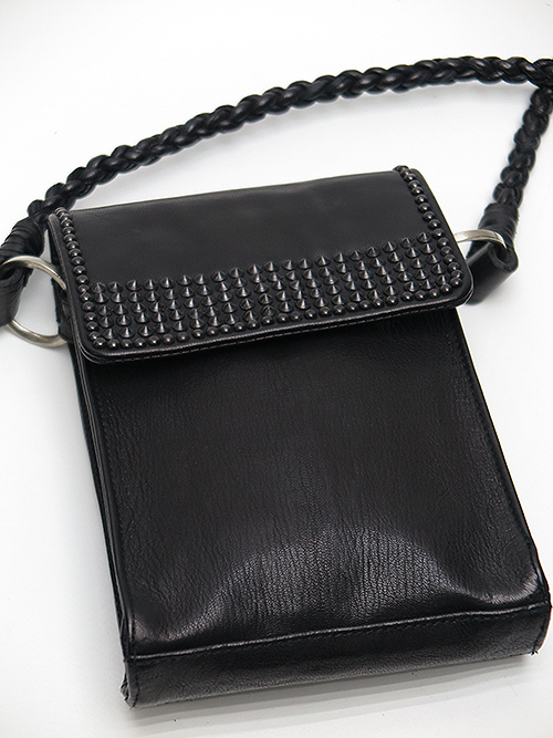 KMRii・ケムリ/Goat Skin Cow Leather Stingray Braided Pouch/BLACK.