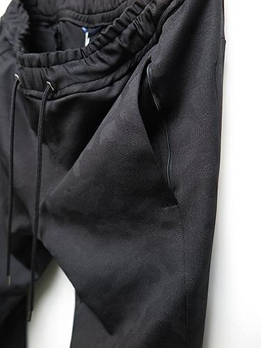 junhashimoto/ジュンハシモト/EMBOSS CAMO JERSEY SLIM JERSEY PANTS/BLACK
