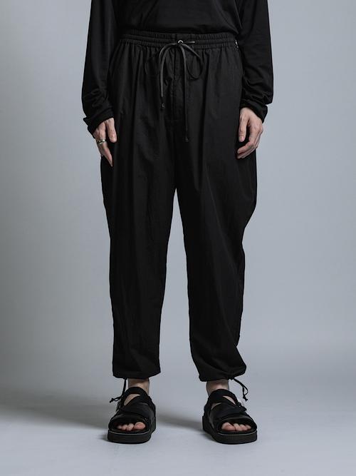 The Viridi-anne・ザ ヴィリディアン/コンパクトツイル 裾紐パンツ/BLK