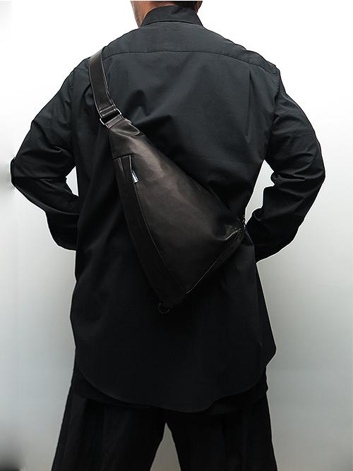 Yohji Yamamoto・ヨウジヤマモト/オイルスクラッチホーストライアングルバッグS・ブラック