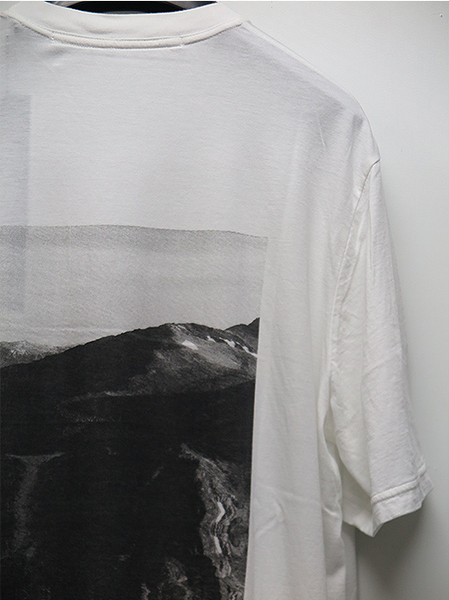 SALE40%OFF/JULIUS・ユリウス/COTTON RAYON JERSEY AVALANCHE BACK PRINT T-SHIRT/WHITE.