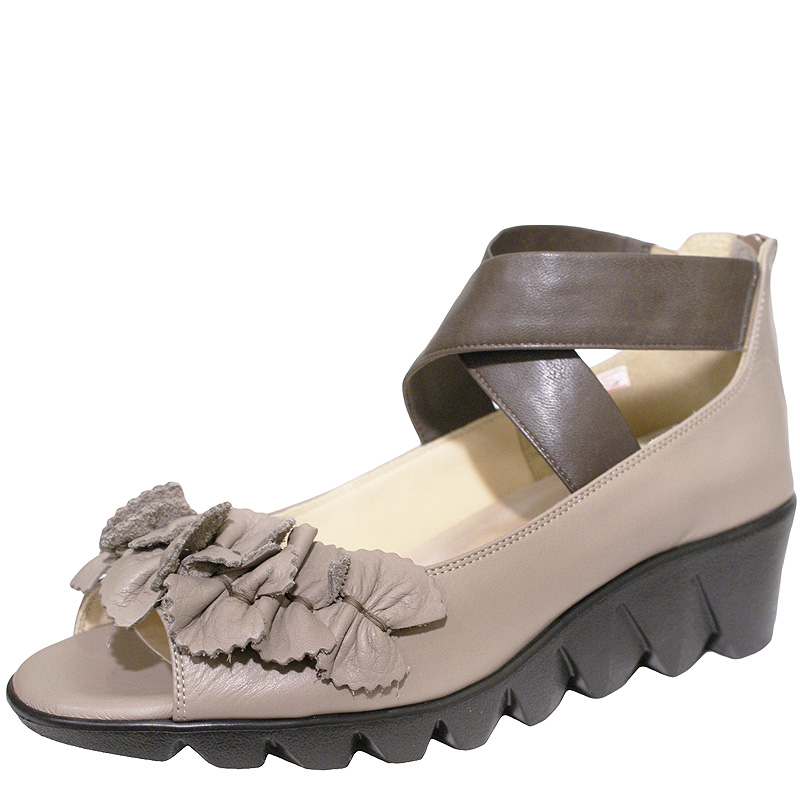 《FIZZ REEN フィズリーン》 1850 チャコール【会員登録で送料交換無料&ポイント10%!】 魅せるデザインと歩きやすく痛くならない信頼の日本製レディースシューズ・ブランド 大人がはくコサージュつきのかわいい靴です