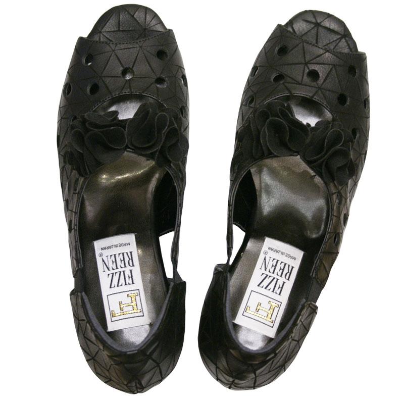 《FIZZ REEN フィズリーン》 604 ブラック【会員登録で送料交換無料&ポイント10%!】 魅せるデザインと歩きやすく痛くならない信頼の日本製レディースシューズ・ブランド 大人がはくコサージュつきのかわいいオープントゥ