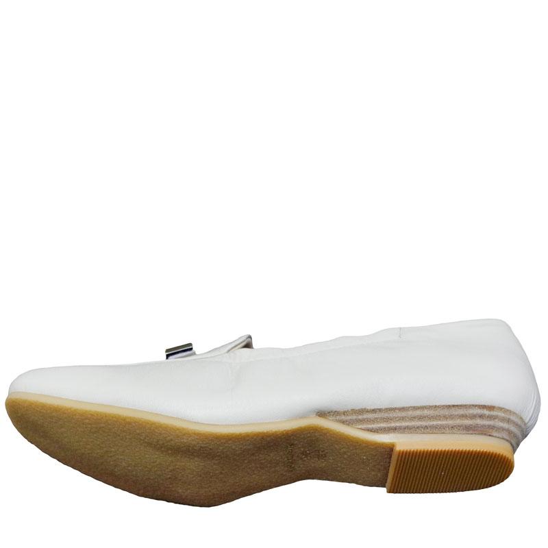 《FIZZ REEN フィズリーン》339 アイボリー【会員登録で送料無料&ポイント10%!】 魅せるデザインと歩きやすく痛くならない信頼の日本製レディースシューズ・ブランド ゆったり幅のEEE 低いのにクッションが効いて心地よいビット付きシューズです