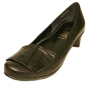 《FIZZ REEN フィズリーン》&《NINE DI NINE ナインディナイン》 2805 ブラック【会員登録で送料無料&ポイント10%!】 履きやすいオブリックトゥ EEE パンプスをたまにしか履かないかたにもおすすめです