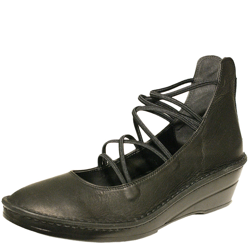 《Put's プッツ》3231 ブラック【会員登録で送料無料&ポイント10%!】 Put'sは足もとと人を美しくするレディースシューズ・ブランド ゆったり幅のEEE フェミニンなレースブーツです