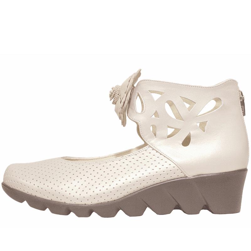 【24.5cmのみです】<br>《FIZZ REEN フィズリーン》 0262 グレージュ【会員登録で送料交換無料&ポイント10%!】 魅せるデザインと歩きやすく痛くならない信頼の日本製レディースシューズ・ブランド 大人がはくコサージュつきのかわいい靴です