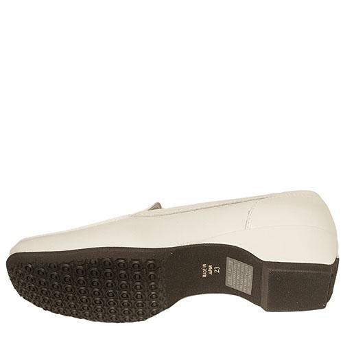 《VITA NOVA ヴィタノーバ》 9948 9968 サンドグレー 【会員登録で送料無料&ポイント10%!】 新しいライフスタイルを提案するレディースシューズ・ブランド ゆったり幅のEEE 甲のパンチングがかわいいローファーです