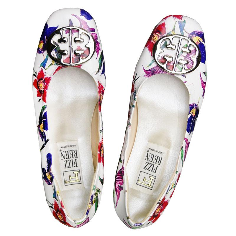 《FIZZ REEN フィズリーン》 300 ホワイトプリント【会員登録で送料無料&ポイント10%!】 魅せるデザインと歩きやすく痛くならない信頼の日本製レディースシューズ・ブランド ゆったり幅のEEE メタルがポイントの大人気バレエ フラットシューズです