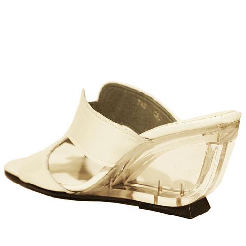 Put's プッツ 745 ホワイトエナメル【会員登録で送料無料&ポイント10%!】 Put'sは足もとと人を美しくするレディースシューズ・ブランド エッジの効いたエナメルサンダルです