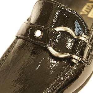 《VITA NOVA ヴィタノーバ》 9928 黒エナメル 【会員登録で送料無料&ポイント10%!】 新しいライフスタイルを提案するレディースシューズ・ブランド ゆったり幅のEEE 定番の人気ローファー タウンシューズです
