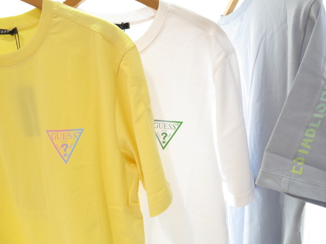 """<strong><font color=""""#ff0033"""">30%OFF!!</font></strong>GUESS 肩切替トライアングルロゴTシャツ ML2K8491K"""