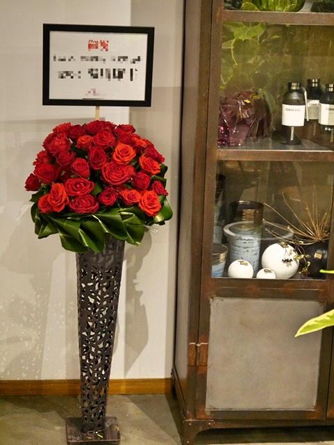 お祝いスタンド花「レッドローズM」
