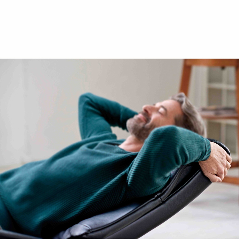 【Stressless】ストレスレスチェア・メトロ ハイバック(Mサイズ) オットマン付き 本革張り一人掛けソファ