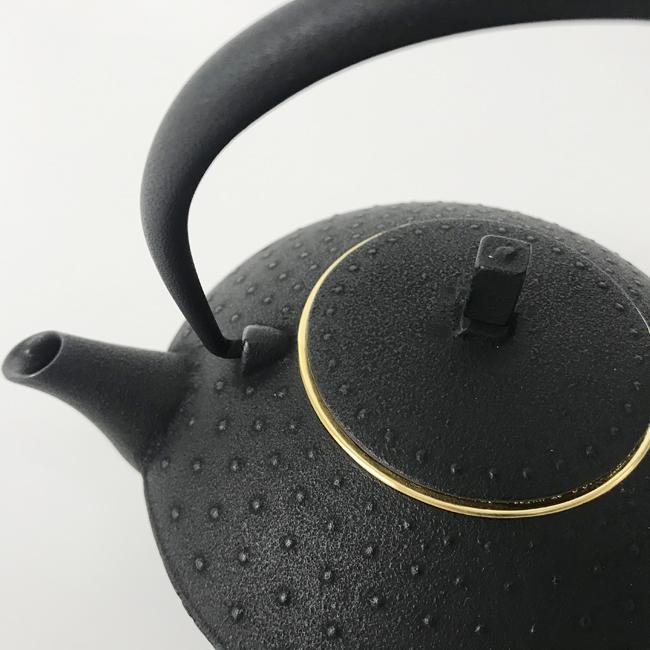 岩手県【空間鋳造】急須(金メッキ茶こし)
