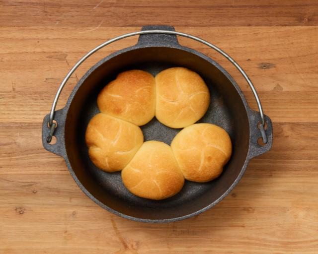 ダッチオーブンで焼くふっくらパン