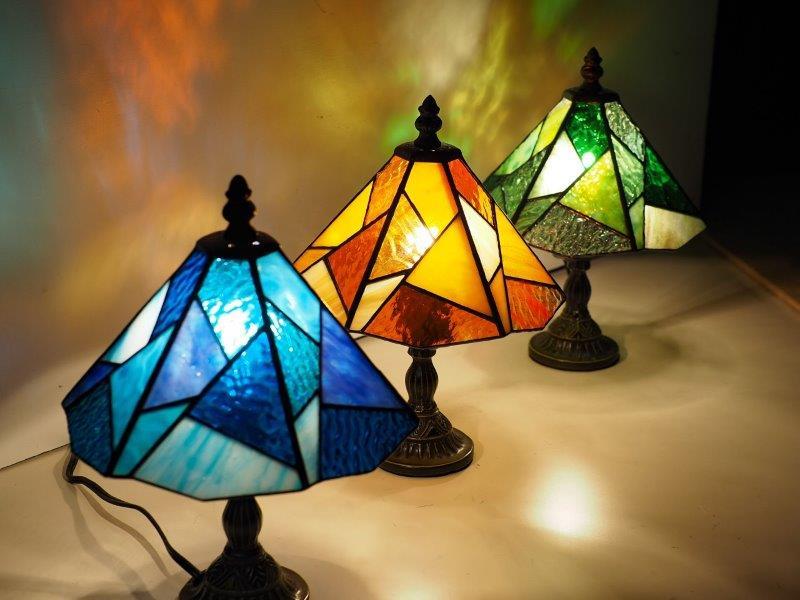 スタンド型ランプ「色彩」