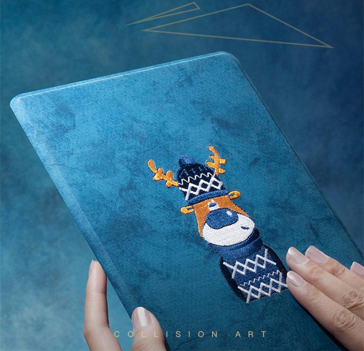 送料無料 2020年発売 iPad 10.2インチ iPad 8 ケース 第8世代 iPad ケース アイパッド8 カバー タブレットPC 手帳型 オートスリープ機能付き 3D 刺繍 ヘラジカ