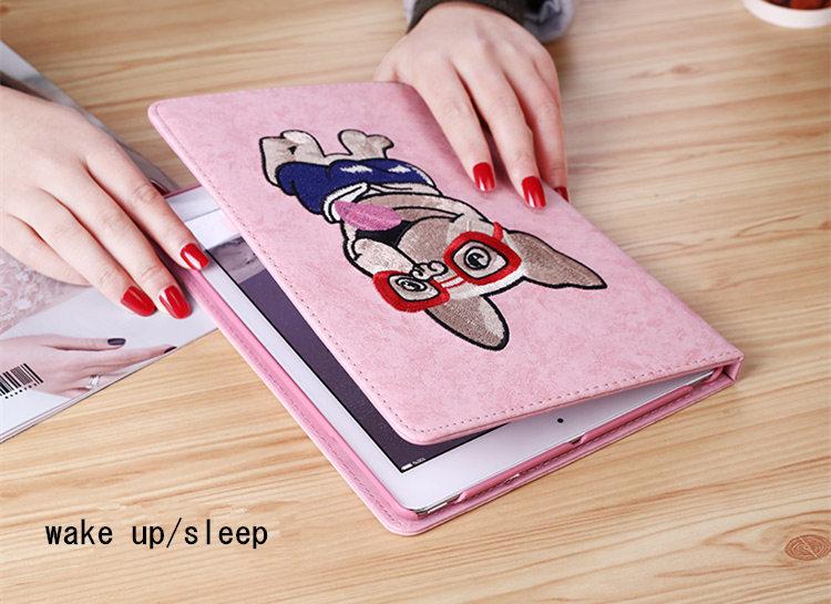 送料無料!新型 9.7インチ ipad 2018 ケース ipad 2017ケース アイパット カバー(9.7インチ) タブレットPC 手帳型 オートスリープ機能付き 3D 刺繍 段階調整可能 犬 ピンク かわいい