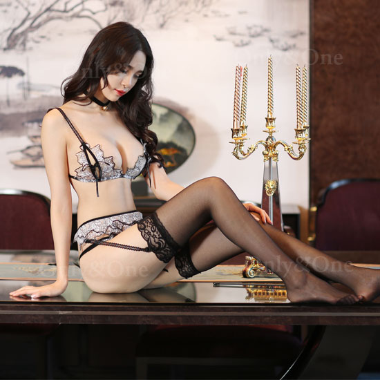セクシーランジェリー 柄刺繍 ガーターベルト オープン ブラジャー&ショーツ