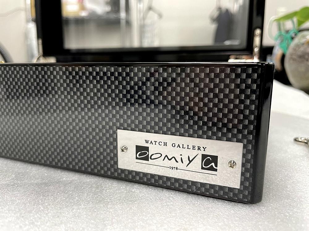 oomiya限定 ウォッチコレクションボックス 腕時計 BOX 8本収納 カーボン柄 大型の時計でも干渉せずに収納可能 ユーロパッション製【ラッピング不可】 ※時計は含まれておりません