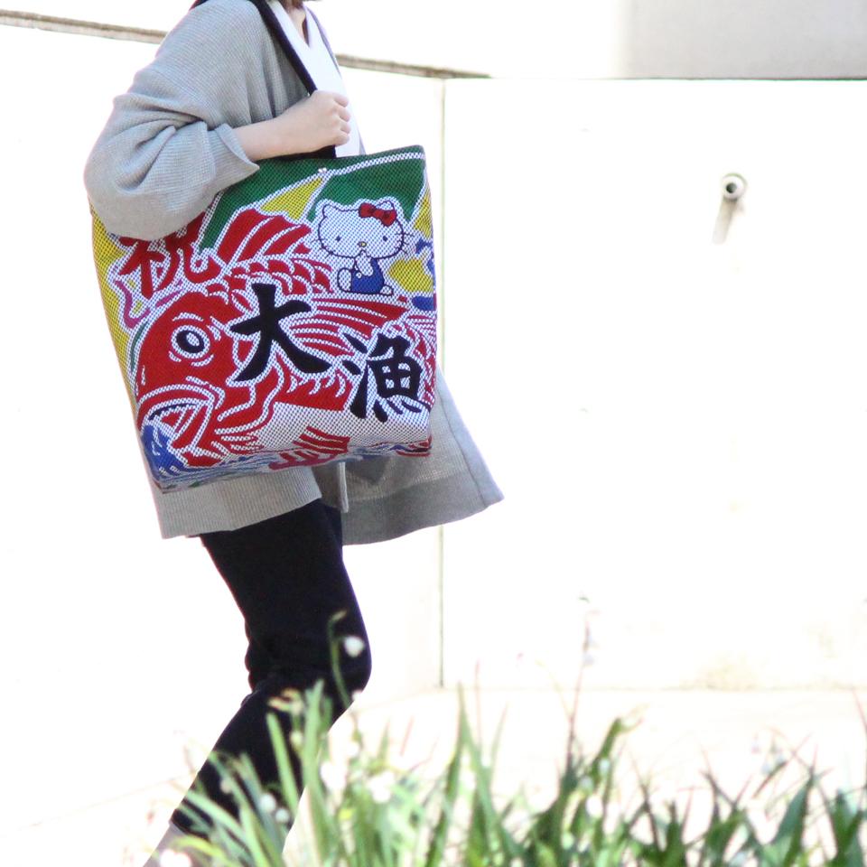 ハローキティ×太田旗店 刺子織大漁旗トートバッグ 鯛