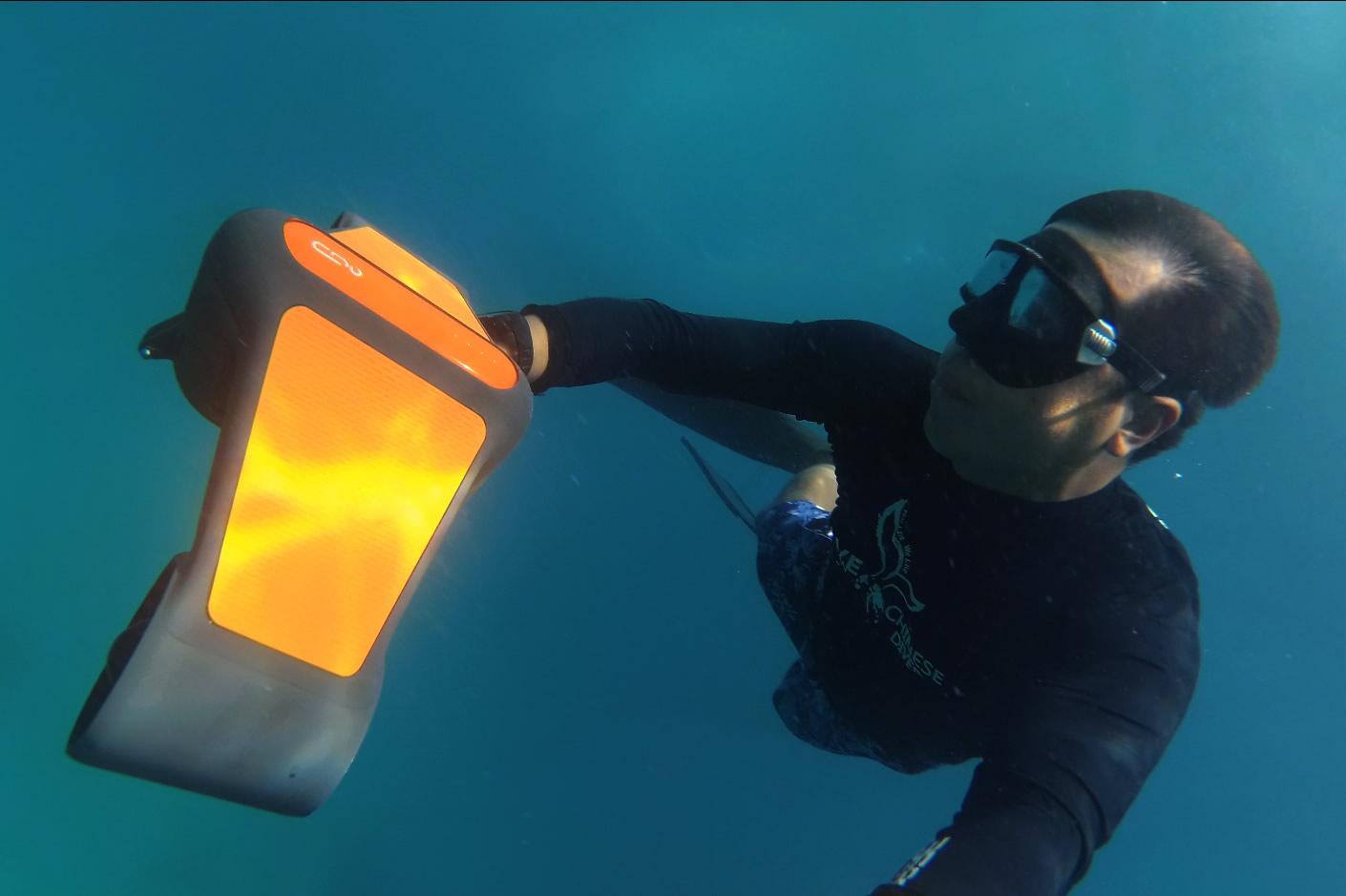 水中スクーター「TRIDENT (トライデント)」
