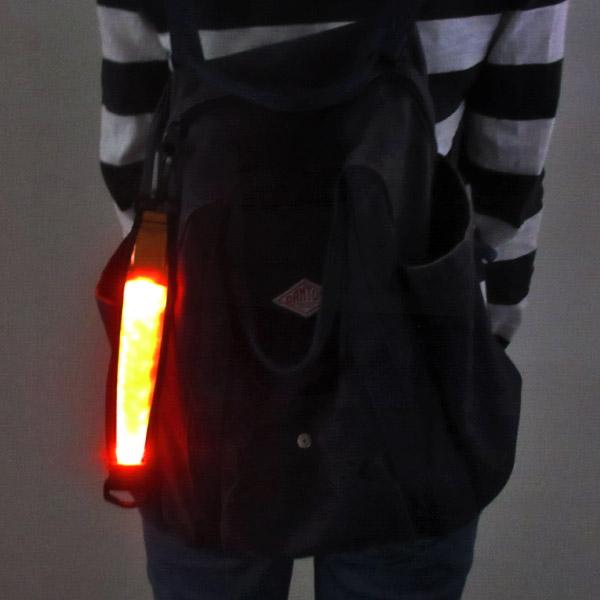 LEDカラビナ付きライト ワンタッチ式 反射材 ボタン電池交換式