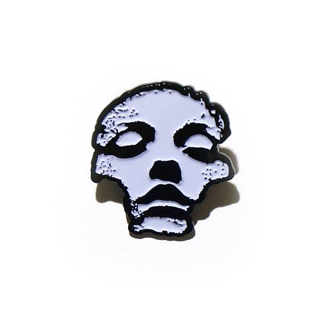 CONVERGE (コンヴァージ) ピンバッジ /Jane Doe Enamel Pin (White)