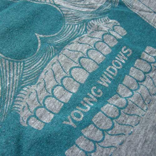 YOUNG WIDOWS/art skull-GR ヤング・ウィドウズ Tシャツ