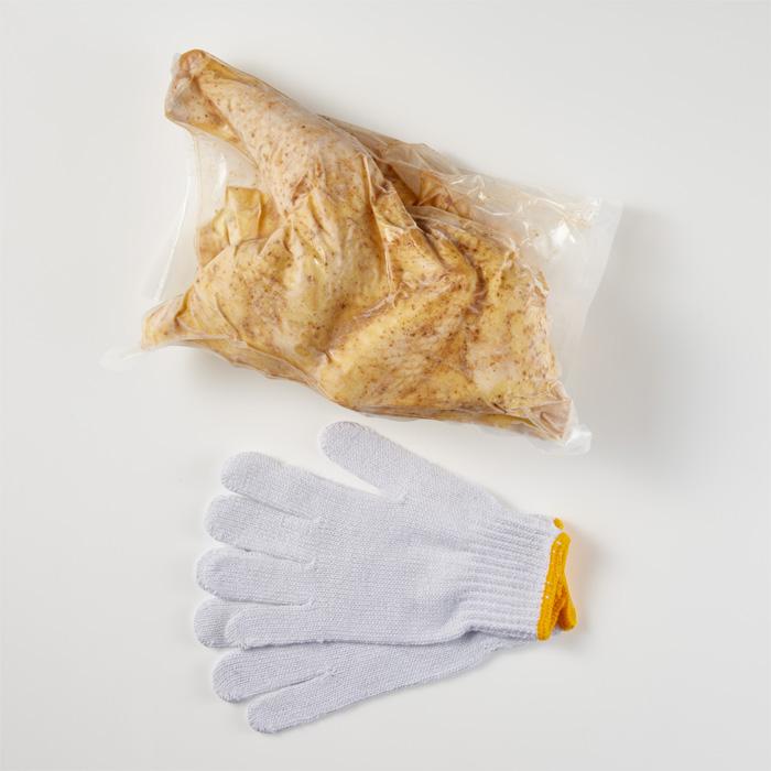 【送料別】TSUKADA PREMIUM OUTDOOR 黒さつま鶏ローストチキン用丸鶏1羽(味付済)【冷凍】